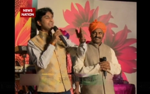 Kumar Vishwas adds charm to Holi celebrations with poems and songs