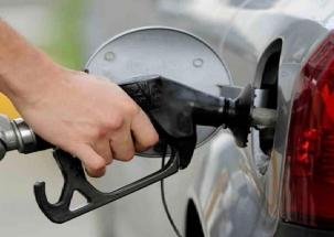 Delhi: Petrol, diesel prices continue to soar