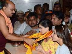 Sunny Leone seeks blessings at Siddhivinayak!